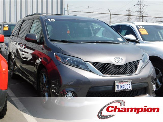 Pre Owned 2015 Toyota Sienna SE Premium Mini van Passenger in